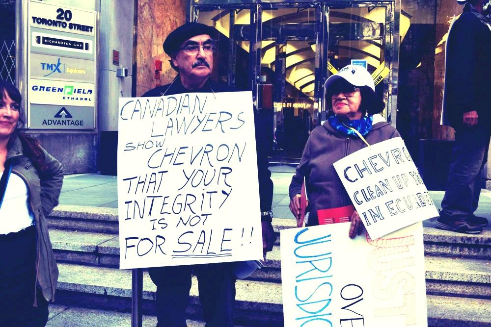 Protesta fuera de las oficinas de la Asociación de Abogados de Canada (AAC) en Toronto, realizada el 9 de octubre de 2014.