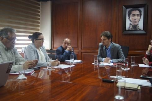 El Comité de Víctimas de la Guarimba y el Golpe Continuado en reunión con Canciller Ecuatoriano Guillome Long